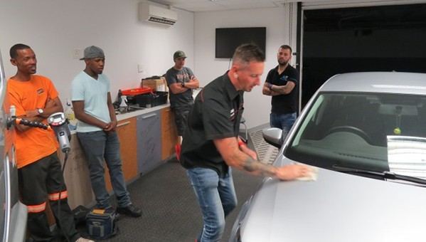 Vaughn Repsold demonstrates on a vehicle at an advanced vehicle wrapping workshop brought together by 3M Graphics South Africa.