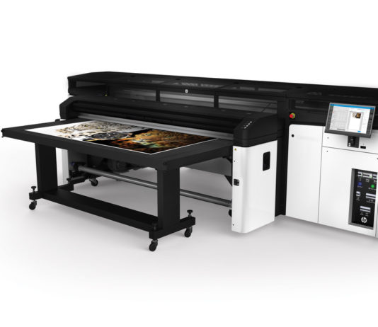African first : Midcomp launching HP Latex R2000.