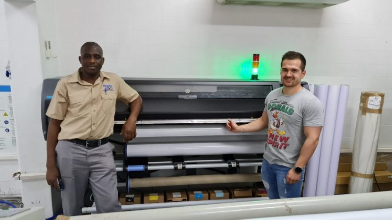 Midcomp Installs HP Latex Machine