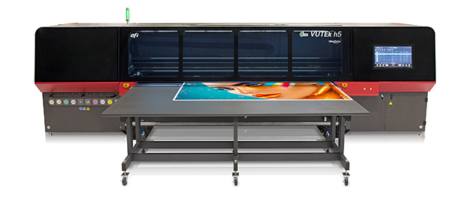 EFI Install Hybrid Flatbed : Roll-To-Roll Printer