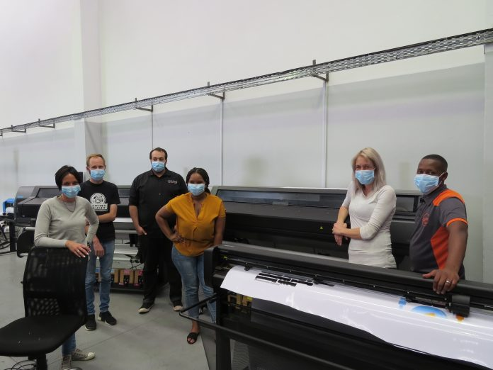 Midcomp Installs Latex Printers And A Cutter